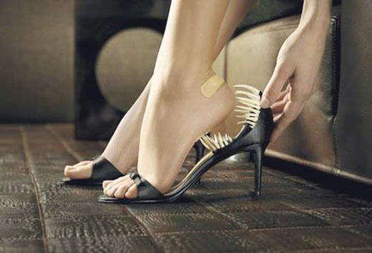 Как избежать мозолей от новой обуви?