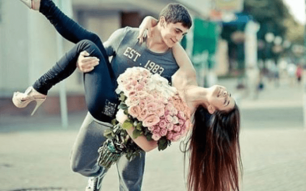 Переживаешь, что романтики в отношениях стало меньше?